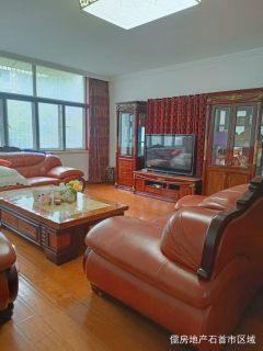 绣林大道单位小区狠房子 好楼层,176平大三房 装修花了60万,进口木地板 实木真皮家具