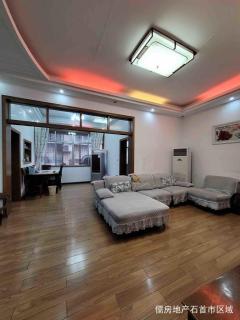 皇叔街,中层精装3房2卫,51.8万153m²出售