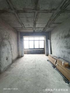 电梯中高层3室2厅2卫42万107.51m²出售看中议价